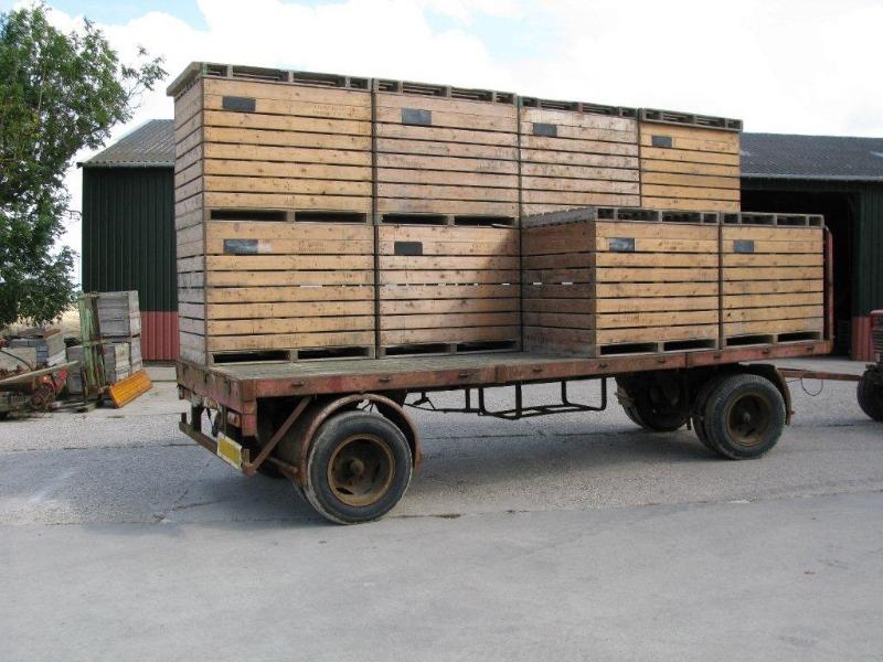wagen-met-kisten